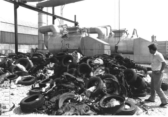 1980s: A pile of used tires and waste in front of Ross's Petroldragon machine. Image courtesy L'Unita